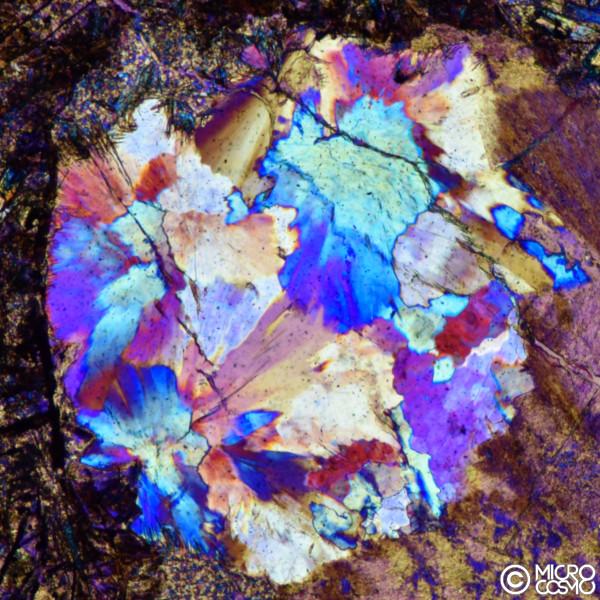 bolladi gas riempita da cristalli di minerali