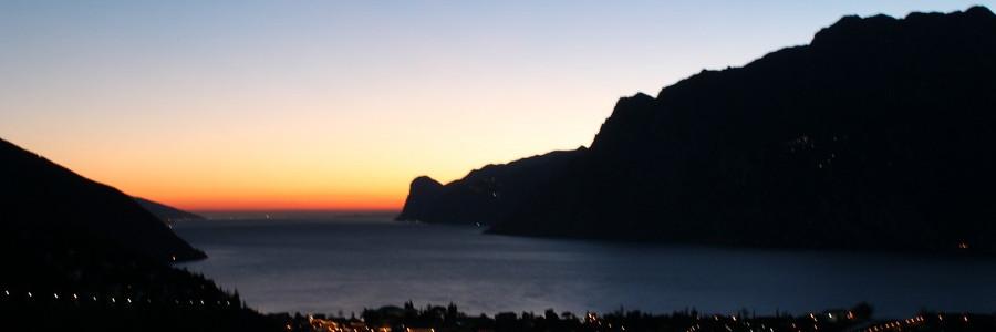 alba sull'lago di Garda
